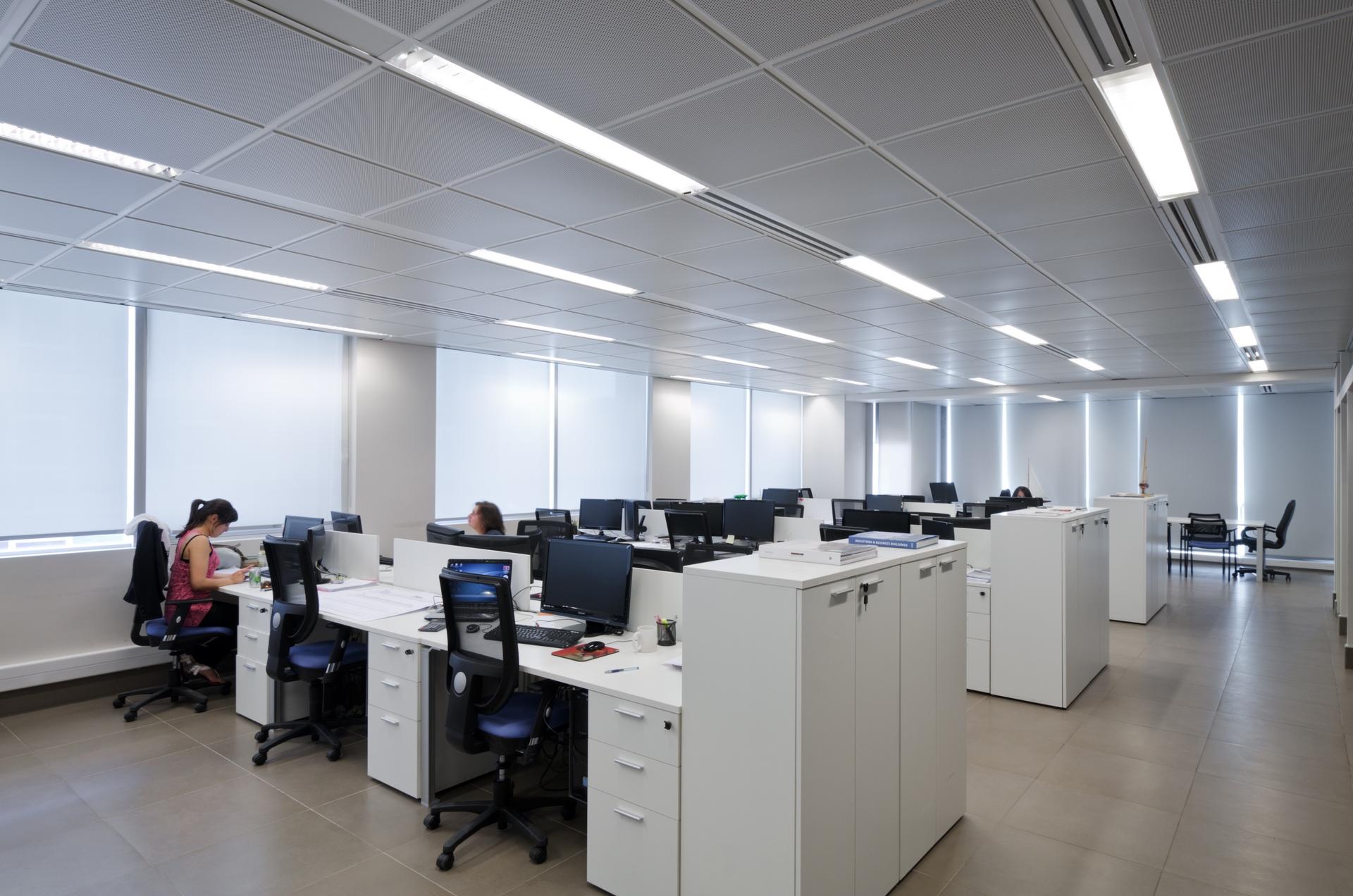 Quadrolight productos interiores cielos met licos for Oficinas deloitte