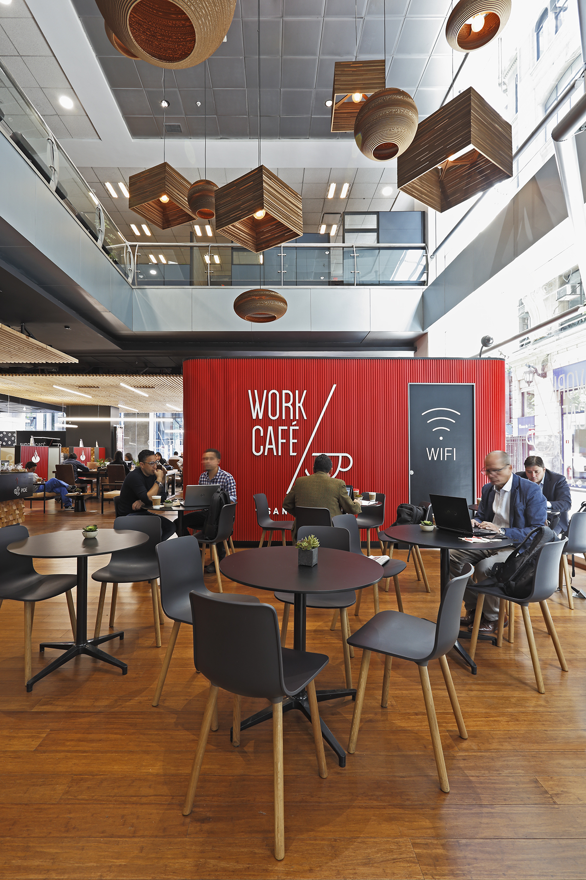Quadrolines 15x10 30x15 productos interiores work for Banco santander oficinas